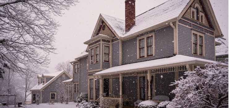 victorian-house-during-winter